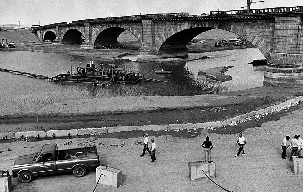 Reconstruction of the London Bridge in Lake Havasu City, 1971