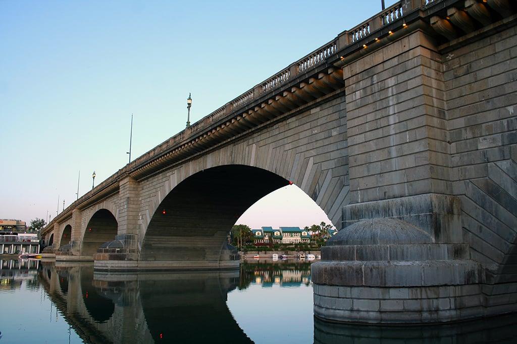 The London Bridge in Lake Havasu City, present day